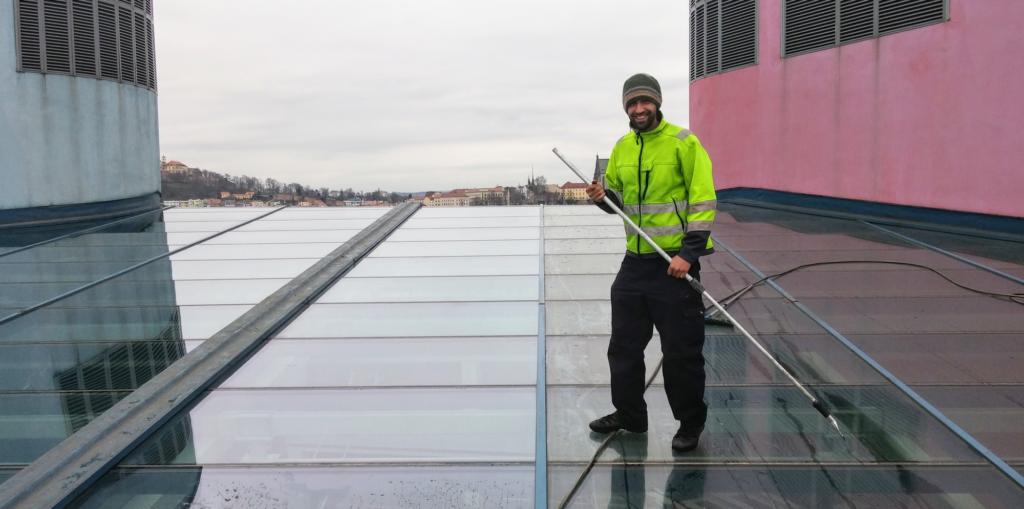 Mytí světlíků a prosklených střech
