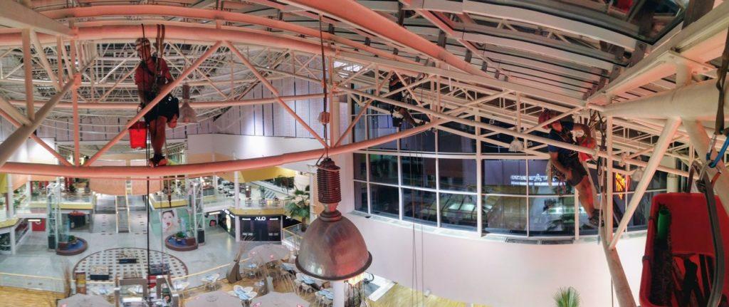 Čištění konstrukcí a světlíků zespoda - výškové práce
