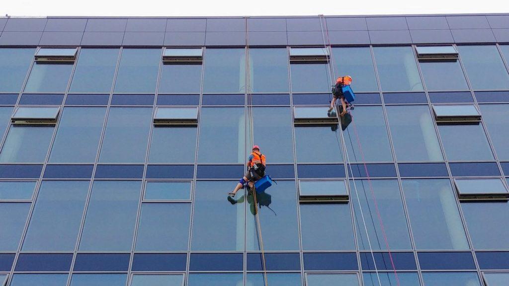 Mytí oken - Výškové práce - Brno